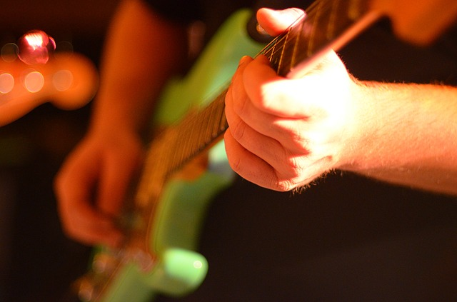 electric-guitar-566096_640